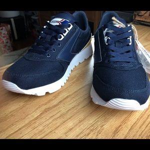 a6033da7d16 Brooks Shoes - NWT men s Brooks Chariot sneaker